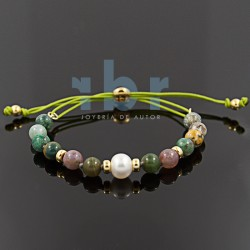 Spherical agate bracelet with freshwater pear