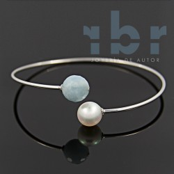 Faceted spherical aquamarine bracelet with water pearl