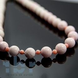Pink coral shell choker with pink shell
